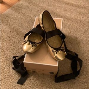 Micheal kors gold and black lace up flats size 6